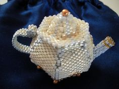Teensy Teapot, after a pattern by Diane Fitzgerald (Bead and Button, Dec.2008)