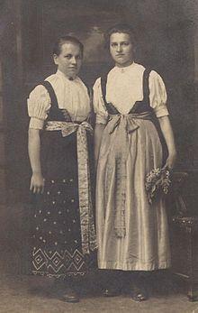 Janina i maria polokowne Women in Cieszynian folk costumes Polish Clothing, Folk Clothing, Folk Costume, Costumes, Ethnic Outfits, Ethnic Clothes, My Maria, Polish Folk Art, Cinderella Dresses