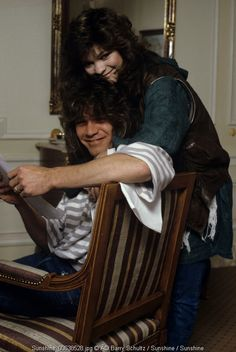 Newlyweds Eddie Van Halen & Valerie Bertinelli in their hotel room with cheeky smiles :)
