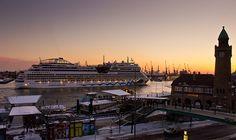 In Hamburg sagt man Tschüss... Heute Abend verabschiedet sich die AIDAstella nach Ihrem Antrittsbesucht in Hamburg.  Mehr Hamburg Fotos auch unter: http://facebook.com/pixelpiraten