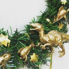 Kiwi, Art For Kids, Christmas Ornaments, Holiday Decor, Art For Toddlers, Art Kids, Christmas Jewelry, Christmas Decorations, Christmas Decor