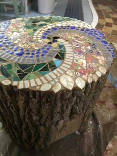 Gartenkunst Beautiful DIY garden mosaic projects, # garden mosaic # beautiful How Do Stained Glass Art, Mosaic Glass, Mosaic Tiles, Mosaic Art Projects, Mosaic Crafts, Mosaic Designs, Mosaic Patterns, Garden Crafts, Garden Projects