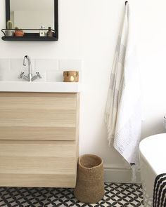 Bathroom Reveal: Patterned floor tiles and Ikea sink cabinet for a scandal black and white bathroom with hamman towels and industrial touches