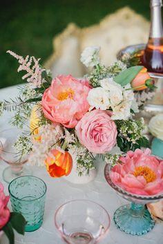 Pretty Shabby Chic Wedding Flowers | photography by http://www.kristynhogan.com | floral design by http://www.cedarwoodweddings.com/ | event design by http://www.cedarwoodweddings.com/ and http://amberhousley.com/