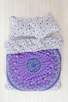 This Magical Thinking Star Medallion Duvet Cover from Urban Outfitters is so cute. And it comes in a twin XL? Yaaas