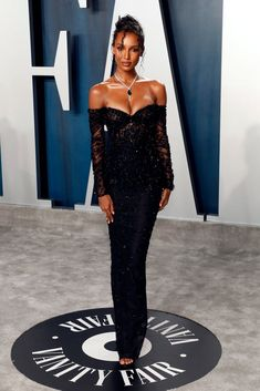 Jasmine Tookes at the Vanity Fair Oscars Afterparty 2020 - - We'd never say we're not excited for the Oscars red carpet. No, of course we are! But once the award ceremony wraps and the Hollywood squad heads to the Vanity. Prom Dresses Long With Sleeves, Sexy Dresses, Strapless Dress Formal, Vintage Dresses, Beautiful Dresses, Club Dresses, Elegant Dresses, Jasmin Tookes, Vestidos Oscar
