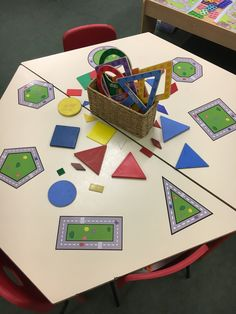 Transport themed shapes table with shapes to match and paddles to find shapes in the environment. Eyfs Activities, Nursery Activities, Shape Activities, Learning Spaces, Kids Learning, Maths Working Wall, Transport Topics, Maths Eyfs, Math Tables