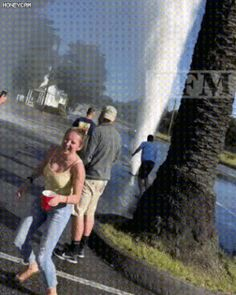 25 Gifs of Today - Page 10 of 25 - Cineloger Funny Shit, Funny Gags, Funny Cute, Funny Posts, The Funny, Funny Memes, Hilarious, Funny Tweets, Funny Videos