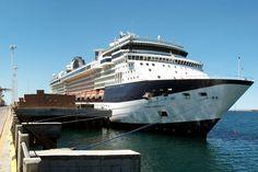 """La temporada de cruceros en Puerto Madryn superó los 20.000 visitantes http://www.ambitosur.com.ar/la-temporada-de-cruceros-en-puerto-madryn-supero-los-20-000-visitantes/ A esa apreciable cifra se le suman alrededor de 9.000 tripulantes. Muchos visitan el sector comercial de la ciudad o realizan excursiones de corta duración, a atractivos cercanos.     Con la llegada de más de 2.000 pasajeros a bordo del buque de pasajeros Celebrity """"Infinity"""", este jueves se superaron"""