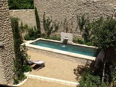 village house with swimming pool and courtyard in provence Pool Water Features, Water Features In The Garden, Small Backyard Pools, Small Pools, Swiming Pool, My Pool, Beautiful Pools, Plunge Pool, Swimming Pool Designs