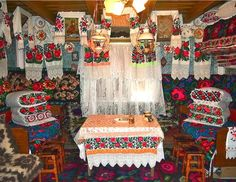 I am becoming bewitched by the stunning landscapes and charming villages of Romania, Croatia, Poland and surrounding countries. In particular I'm digging the local art scene. The bold and beautiful Romanian textiles above all.