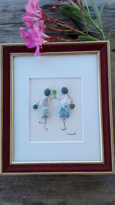 Pebble art friends This picture symbolizes friendship, companionship, affection. Two elegant ladies celebrated in honor of the occasion !! The image is made of marine stones and glass. The substrate is paper, the wooden frame and no glass. A delightful gift for celebrations, birthdays, anniversaries and the like. Made of stones from the Adriatic, carefully selected for you !!! Size : 10 x 8 inch