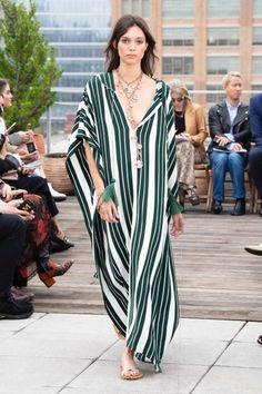 Oscar de la Renta New York - Spring Summer 2019 Ready-To-Wear - Shows - Vogue. Fashion Week, New York Fashion, Runway Fashion, Fashion Show, Fashion Design, Fashion Trends, Vogue, Mode Vintage, Casual Street Style
