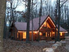 VRBO.com #110368 - Log Cabin in Wooded Setting Private Hot Tub 3BR/2BA Plus Loft  275/nt 90 cleaning 6.1 tax With hot tub, southeast of table rock