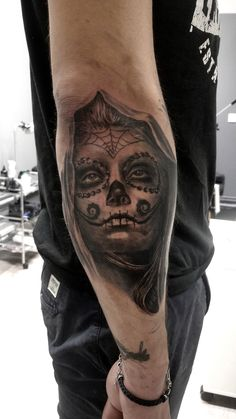 tatouage catrina par stephane bueno tatoueur studio black corner valence #tattoo #tattoos #catrina #santamuerte #portrait #realistic #ink #inked #woman #girl #tattooed #tattooedgirl #inkspiration #sleeve #face #stephanebueno #blackcornertattoo