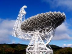 Radio telescope at the National Radio Astronomy Observatory in Green Bank, West Virginia. Photo taken in October 2005 Green Bank Telescope, Virginia Hill, Radio Astronomy, Ocean And Earth, Hydrogen Gas, Solar Activity, Moon Missions, Alien Worlds, Mountain States
