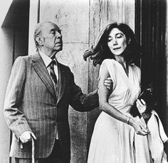 Jorge Luis Borges (Buenos Aires, 24 agosto 1899 – Ginevra, 14 giugno con María Kodama, sua ultima musa e seconda moglie. Oscar Wilde, Best Black, Black And White, Joe Perry, Writers And Poets, Book Writer, Portraits, Alfred Hitchcock, Look At You