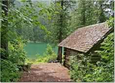 Cabin in the woods - British Columbia. live in a cabin on a lake in the middle of nowhere. Log Cabin Living, Log Cabin Kits, Log Cabin Homes, Cabin Plans, Lake Cabins, Cabins And Cottages, Wood Cabins, Small Cottages, Rustic Cabins