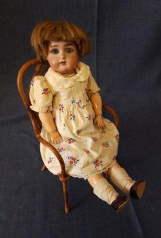 Schoene-Halbig-fuer-Kaemmer-amp-Reinhardt-Puppe-ca-39cm-gross-aus-sehr-grosser-Sammlung