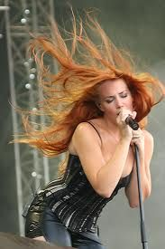 Simone Simons - this redhead DOES rock! Windblown Hair is Sexy! They are reaching for her Warmth! Fille Heavy Metal, Chica Heavy Metal, Heavy Metal Girl, Metal Sinfônico, Rock Y Metal, Metal Bands, Nova Rock, Beautiful Redhead, Beautiful Women