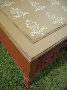 Top view of stencil pattern on this vintage painted end table.