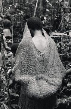 Indonesia, Irian Jaya | Kombai woman with her baby © Frederic lagrange.