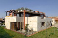 Mészkő homlokzati burkolat Mansions, Luca, House Styles, Home Decor, Houses, Decoration Home, Manor Houses, Room Decor, Villas