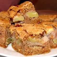 Romanian apple cake recipe - All recipes UK Apple Cake Recipes, Apple Desserts, Easy Cake Recipes, Dessert Recipes, Apple Cakes, Romanian Desserts, Romanian Food, Cake Recipes For Beginners, Yogurt Cake