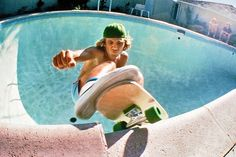 As a teenager in the Jay Adams brought to the sport of skateboarding a rebellious, urban, aggressive attitude which in time transformed its ethos. Old School Skateboards, Vintage Skateboards, Jay Adams, Skateboarding Quotes, Lords Of Dogtown, Skate Photos, Skate And Destroy, Skate Shop, Z Boys