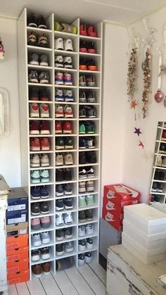 Shoe Storage Design, Shoe Storage Solutions, Closet Shoe Storage, Diy Shoe Rack, Diy Storage Boxes, Storage Ideas, Shoe Racks, Storage For Shoes, Basement Storage