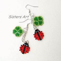 """Fortune"" earrings made with Delica beads using the Brick Stitch technique by Misia Sister Beaded Earrings Patterns, Seed Bead Earrings, Beading Patterns, Bead Crafts, Jewelry Crafts, Motifs Perler, Beaded Banners, Beaded Animals, Bead Jewellery"