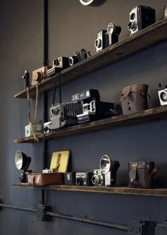Ideas for vintage camera display sweets Antique Cameras, Old Cameras, Vintage Cameras, Display Homes, Display Shelves, Photography Home Office, Photography Basics, Film Photography, Camera Decor