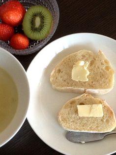 バタールは家焼き。スープはモスの冬のギフトのレトルトです。 - 3件のもぐもぐ - バタールと枝豆スープ by ten7momo