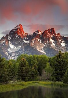 I've seen the Tetons while exiting Yellowstone and staying in Jackson Hole, WY but I haven't truly gotten the chance to experience all the power and beauty unleashed by these tall, craggy peaks!