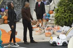 Holy moly: President Obama gave top prize to this toddler who dressed up as the Pope at th...