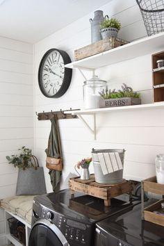 Inspiring Farmhouse Laundry Room Décor Ideas 30