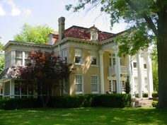 Antebellum Homes, my latest and greatest style of what I want in my dream home yet. This will happen. :-)