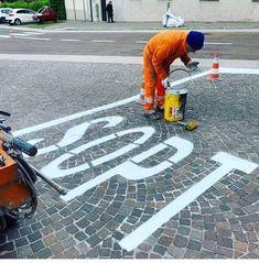 Stop dimentica, Tiziano Ferro scansati stop tizianoferro First Day Of Work, Funny Pictures, Funny Pics, Memes, Sports, Instagram, Montessori, Fails, Holidays