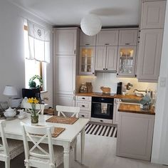 10 Designs Perfect for Your Tiny Kitchen area Small Kitchen Remodel area Designs Kitchen kitchencabinetskitchenrugskitc Perfect Tiny Home Decor Kitchen, Interior Design Kitchen, New Kitchen, Home Kitchens, Cosy Kitchen, Simple Kitchen Design, Tiny Kitchens, Small Apartment Kitchen, Kitchen Sink