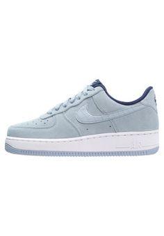 Sneaker-Fans sollten sich dieses Modell nicht entgehen lassen. Nike Sportswear AIR FORCE 1 07 SEASONAL - Sneaker low - blue grey für 104,95 € (15.03.16) versandkostenfrei bei Zalando bestellen.