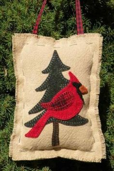 Wool applique patterns inspired by my love of New England. Felt Crafts Patterns, Wool Applique Patterns, Felt Applique, Stitch Patterns, Christmas Sewing, Felt Christmas, Christmas Ornaments, Primitive Christmas, Felted Wool Crafts