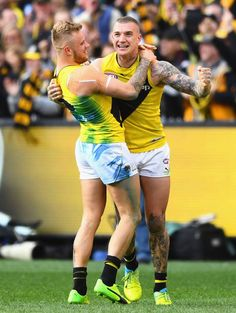 Brandon Ellis and Dustin Martin of the Tigers celebrate winning the 2017 AFL Grand Final match between the Adelaide Crows and the Richmond Tigers at. Richmond Football Club, Australian Football League, Hot Rugby Players, Sports Mix, It's Going Down, Sport 2, Dream Team, Finals, Hot Guys