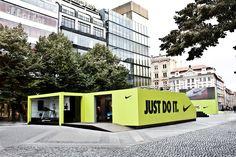 Nike pop up store by studio deFORM Tienda Pop-up, Store Nike, Nike World, Outdoor Events, Outdoor Decor, Shelter Design, Container Store, Pop Up Stores, Habitats