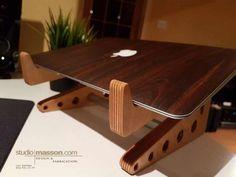 Basamento di legno del computer portatile Apple o Windows