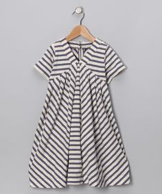 LOVE the lines on this dress.