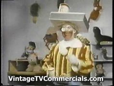 (probably the first) Ronald McDonald TV Commercial this is crazy a really old old commercial I think that Ronald Mcdonald looks a little creepy lol