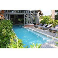 See original image Deck Fire Pit, Backyard Patio Designs, Backyard Ideas, Pool Ideas, Natural Swimming Pools, Swimming Pool Designs, Luxury Homes, Cottage, Exterior