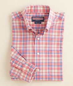 Buy mens button down shirts from Vineyard Vines. Our classic fit Murray shirt for men comes in a variety of patterns including our Iguana Check with button down collar. Swag Outfits Men, Casual Outfits, Gents Shirts, Preppy Mens Fashion, Man Fashion, Mens Flannel, Pretty Shirts, Casual Shirts For Men, Mens Suits