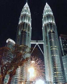 Happy New Year World! 🎉🎉🎉🍾🎆 #happynewyear #2016 #kualalumpur #malaysia #fireworks #shine #light #night #TravelLikeGirl #travel #podróże #newiscoming #picoftheday