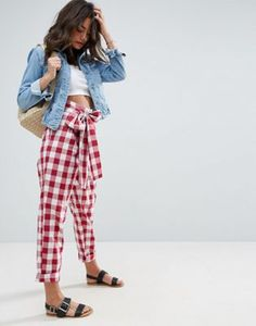 Discover the latest fashion trends with ASOS. Order today from ASOS. Peg Trousers, Trousers Women, Tapered Trousers, Cropped Trousers, Summer Outfits, Casual Outfits, Street Style Outfits, Beauty And Fashion, Inspiration Mode